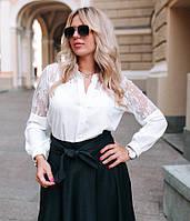 Нежная блуза с гипюровыми вставками