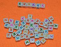"""Бусины алфавит на белом фоне  """"К""""  6  на 6 мм"""