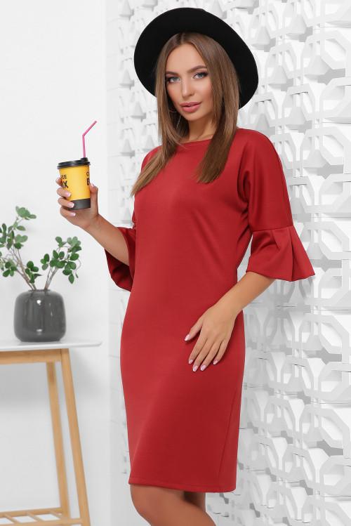 Демисезонное платье свободного кроя с воланами на рукавах цвет кирпичный