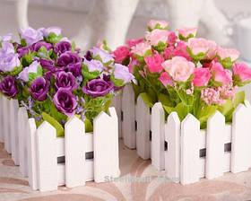Деревянный ящик заборчиком под цветы