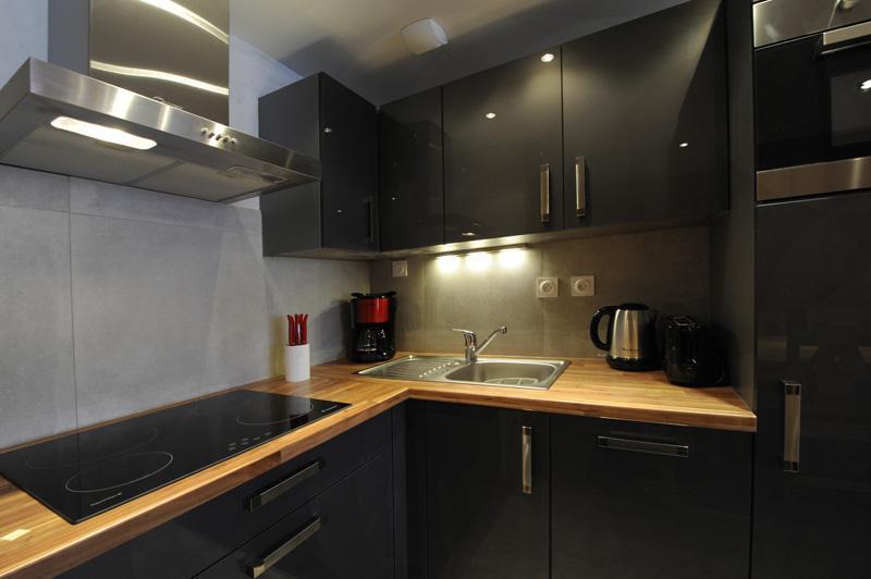 Столешница на кухню из массива дерева 40 мм толщиной