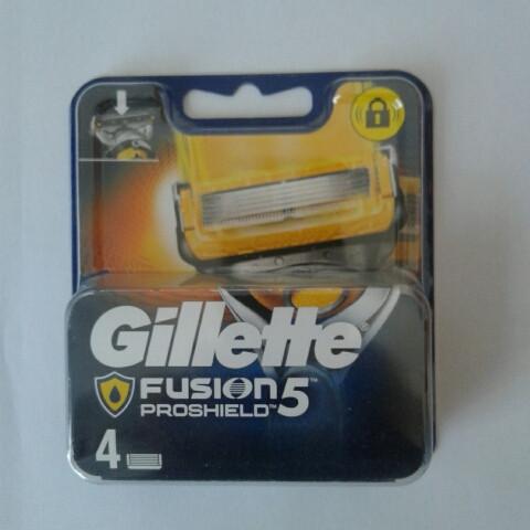 Кассеты Gillette Fusion 5 Proshield 4 шт. ( Картриджи жиллетт Фюжин 5 прошилд желтые продаются без упаковки )