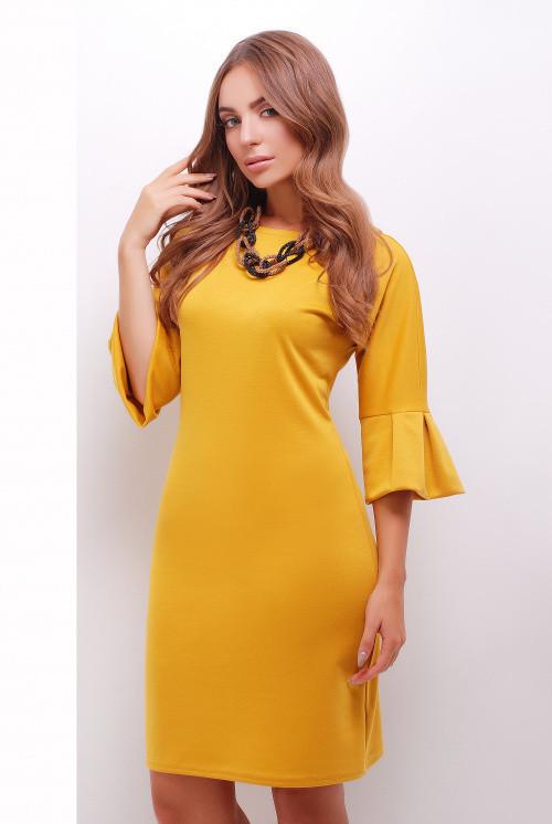Прямое платье средней длины рукав три четверти цвет горчичный