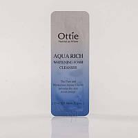 Пробник отбеливающей пенки Ottie Aqua Rich Whitening Foam Cleanser
