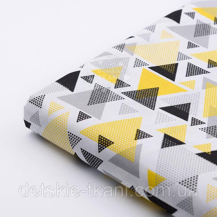 """Лоскут ткани """"Треугольники с перфорацией"""" жёлто-чёрные на белом, №2444"""
