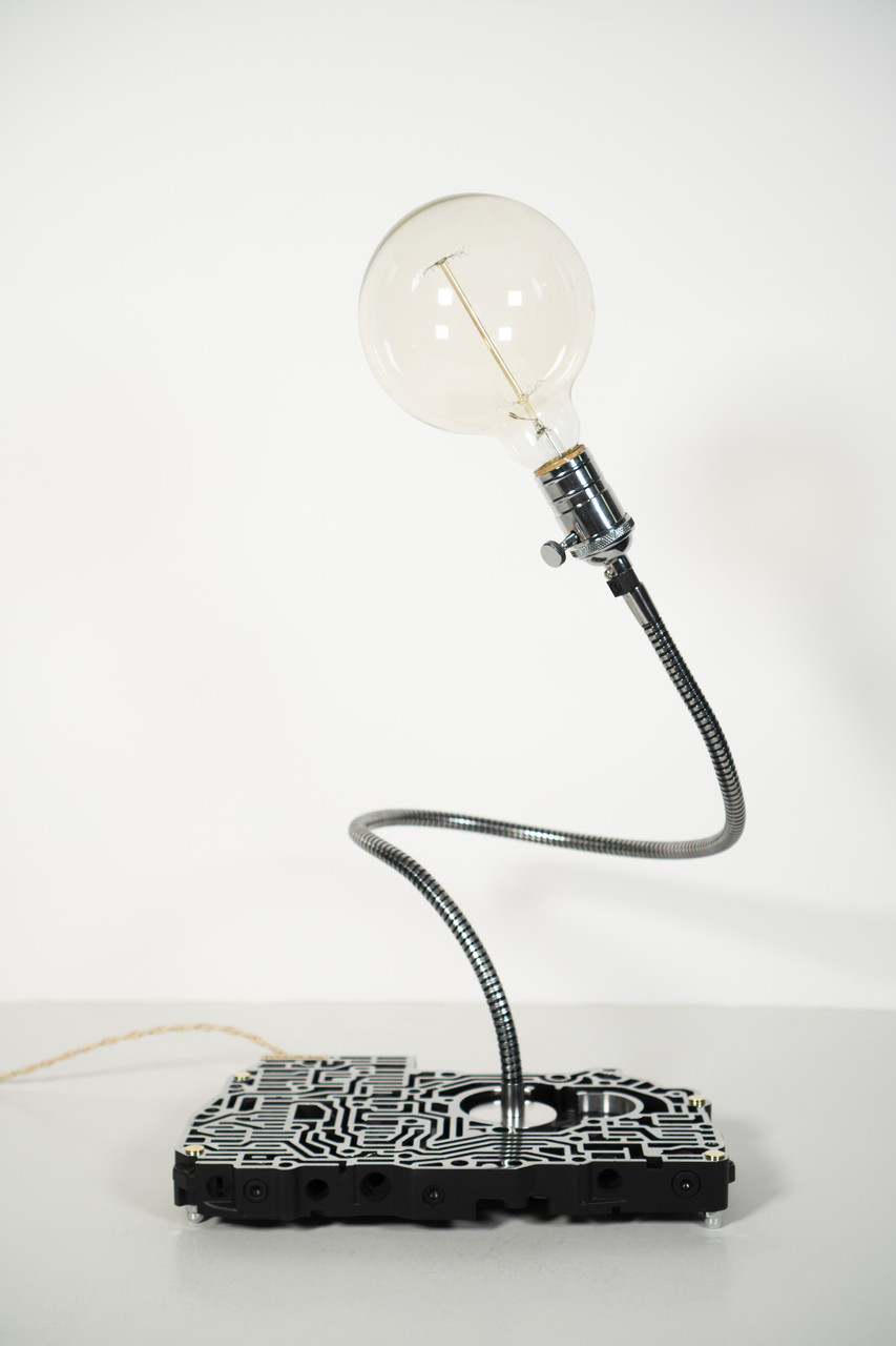 Настільна лампа Pride&Joy Industrial із авто запчастин