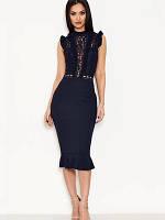 Элегантное бандажное платье с кружевным верхом