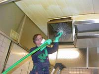 Обслуживание кухонной вентиляции в ресторане. Киев