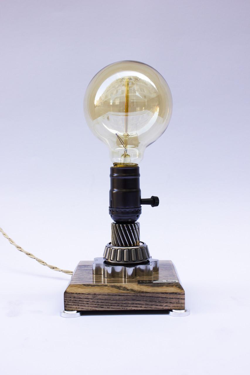 Маленька настільна лампа Pride&Joy Industrial із авто запчастин та дерева