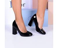 Туфли лаковые на широком каблуке