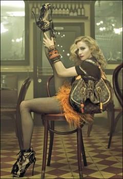 Мадонна с сумкой
