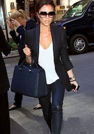 Виктория Бэкхем с сумкой своего дизайна