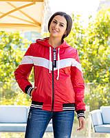Женская осенняя куртка ветровка на синтепоне с капюшоном
