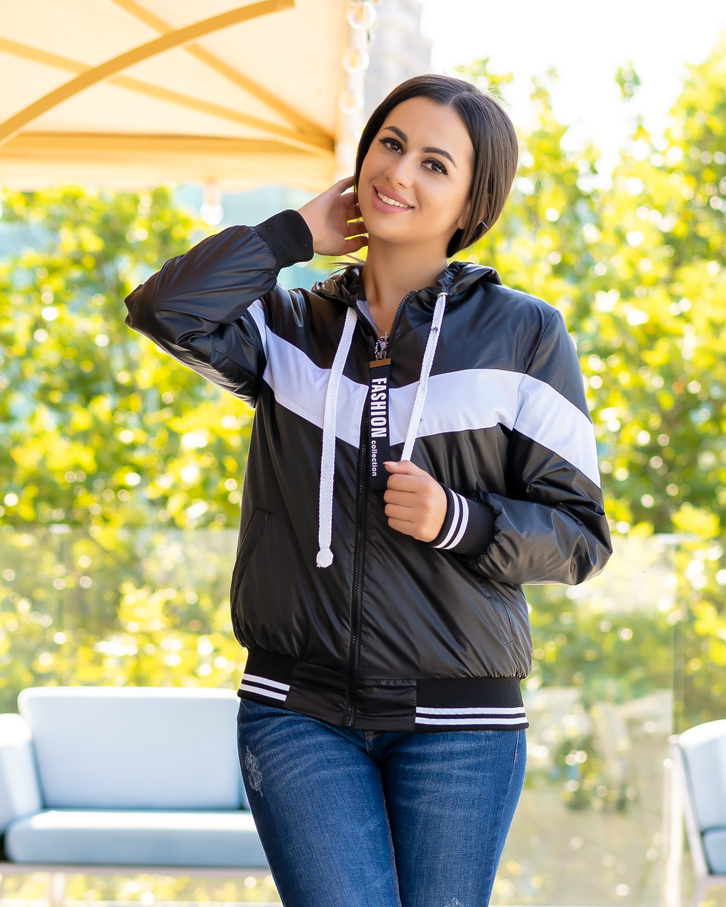 Жіноча осіння куртка вітровка на синтепоні з капюшоном