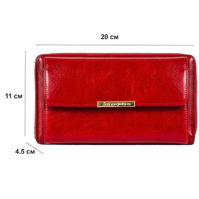 Женская сумочка красного цвета в открытом виде