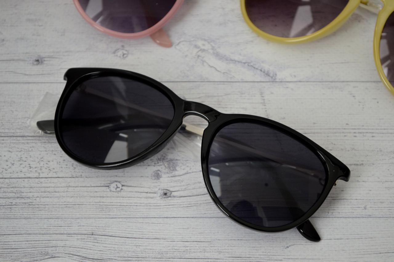 Солнцезащитные очки  с металлическими дужками