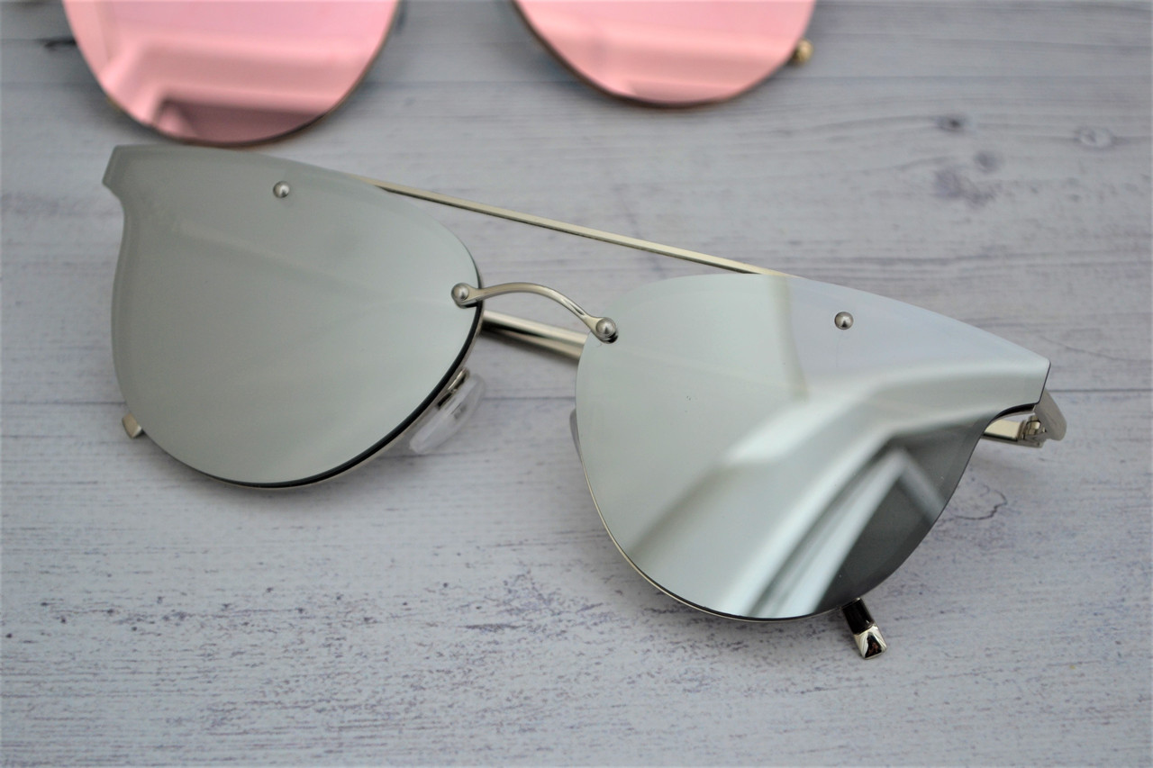 Стильные  женские зеркальные солнцезащитные очки