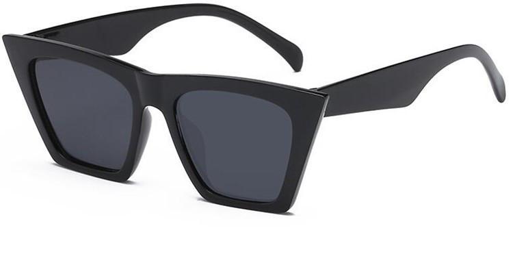 Очки женские солнцезащитные  с острыми краями Черный