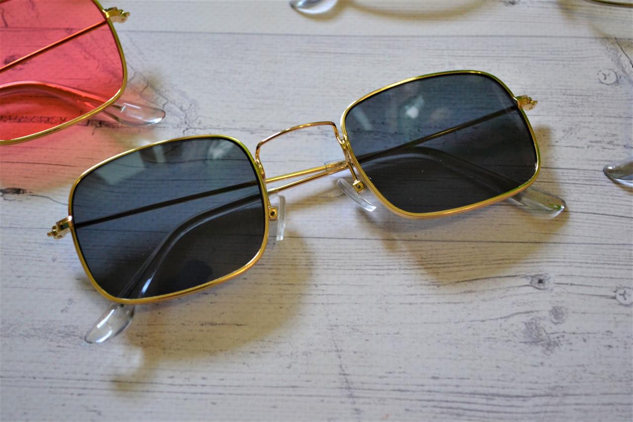 Солнцезащитные очки прямоугольные с цветной линзой Серый