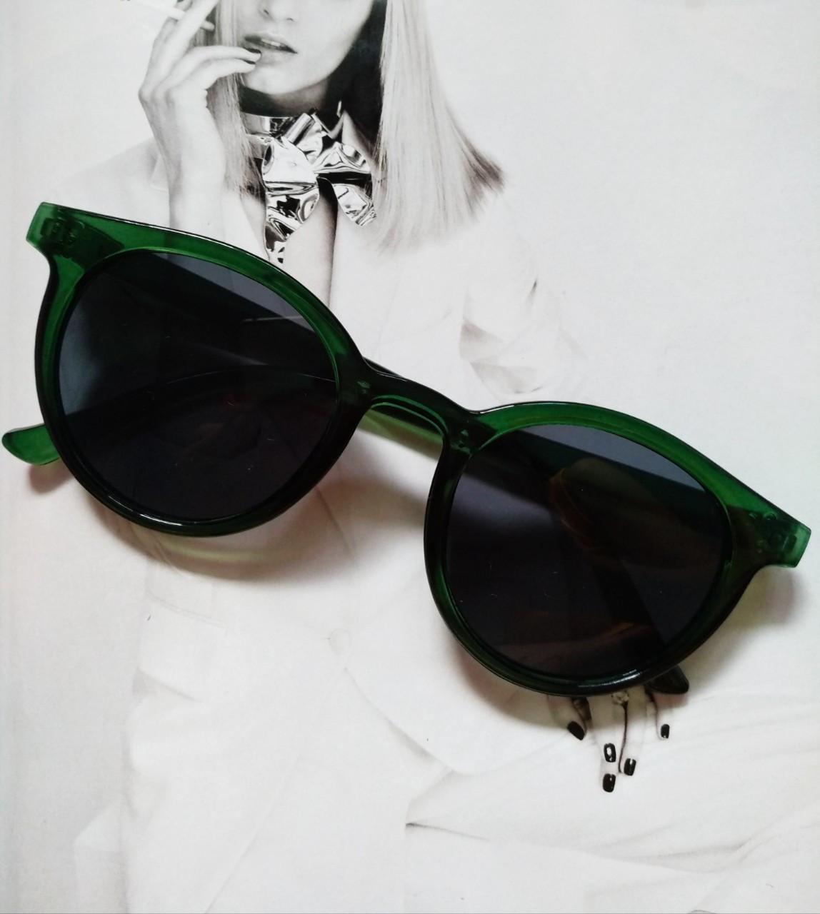 Стильные  солнцезащитные очки  в цветной оправе Зелёный