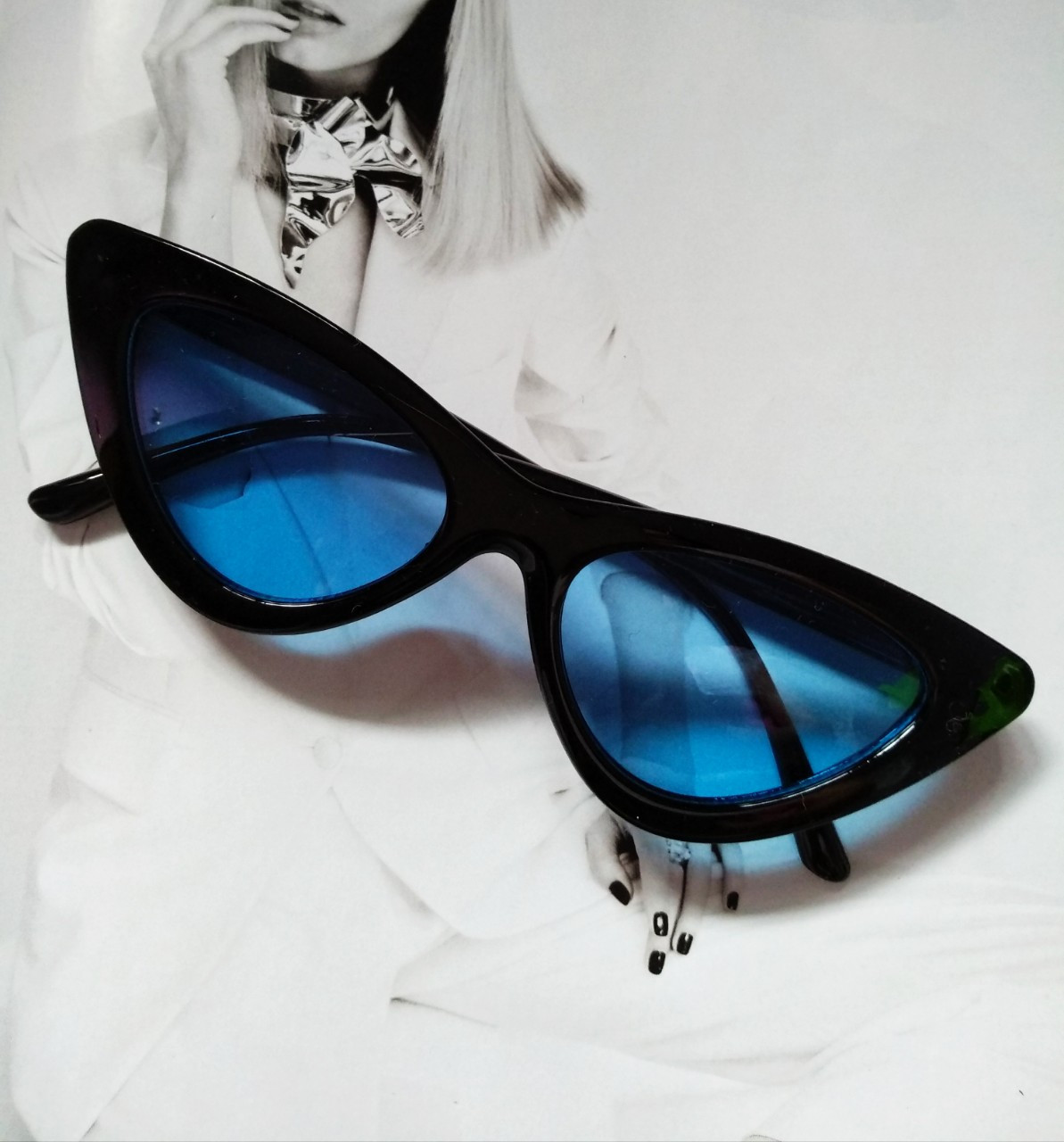Треугольные очки солнцезащитные  кошачий глаз Чёрный+голубой