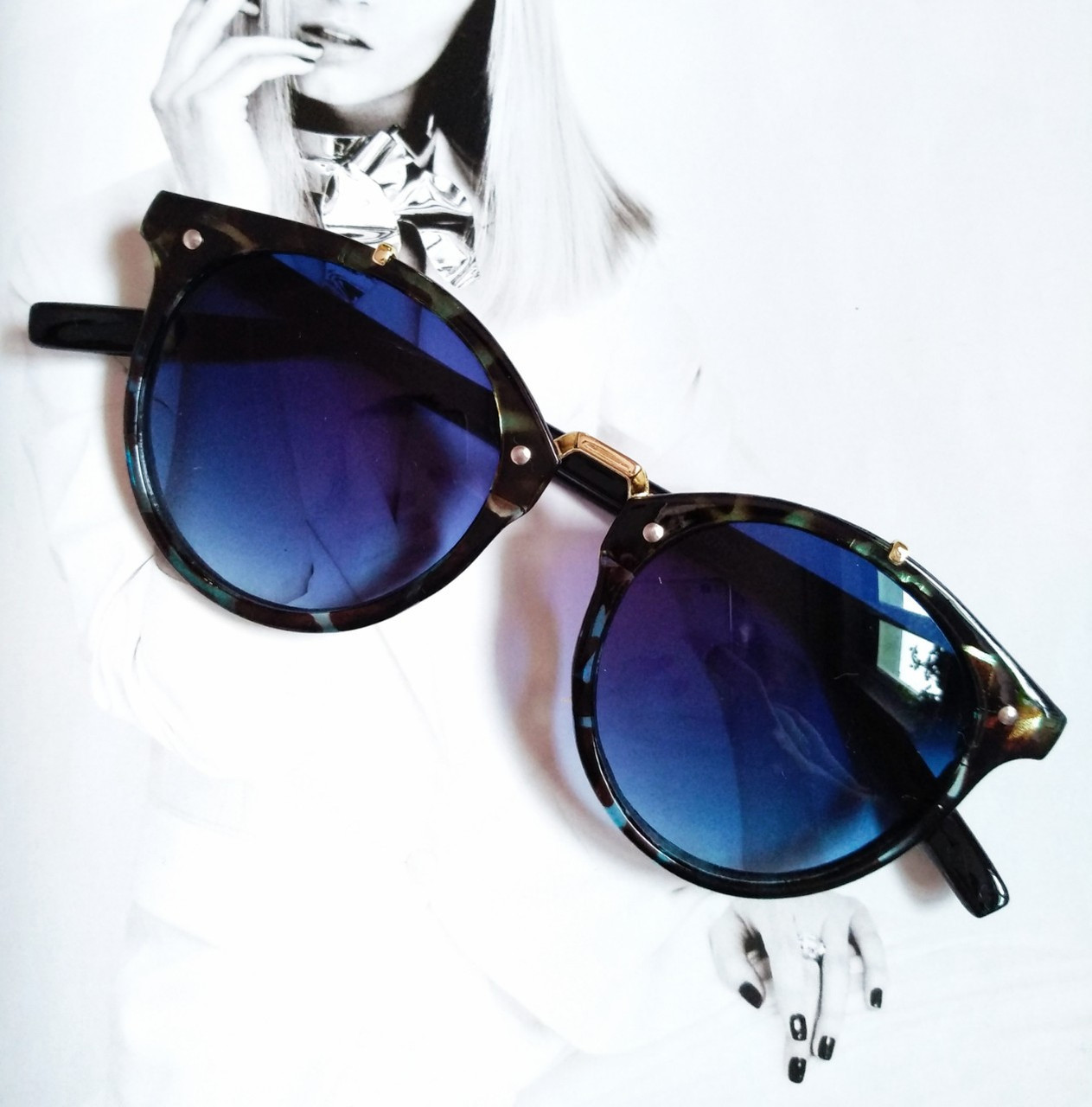 Солнцезащитные очки  круглые унисекс №4