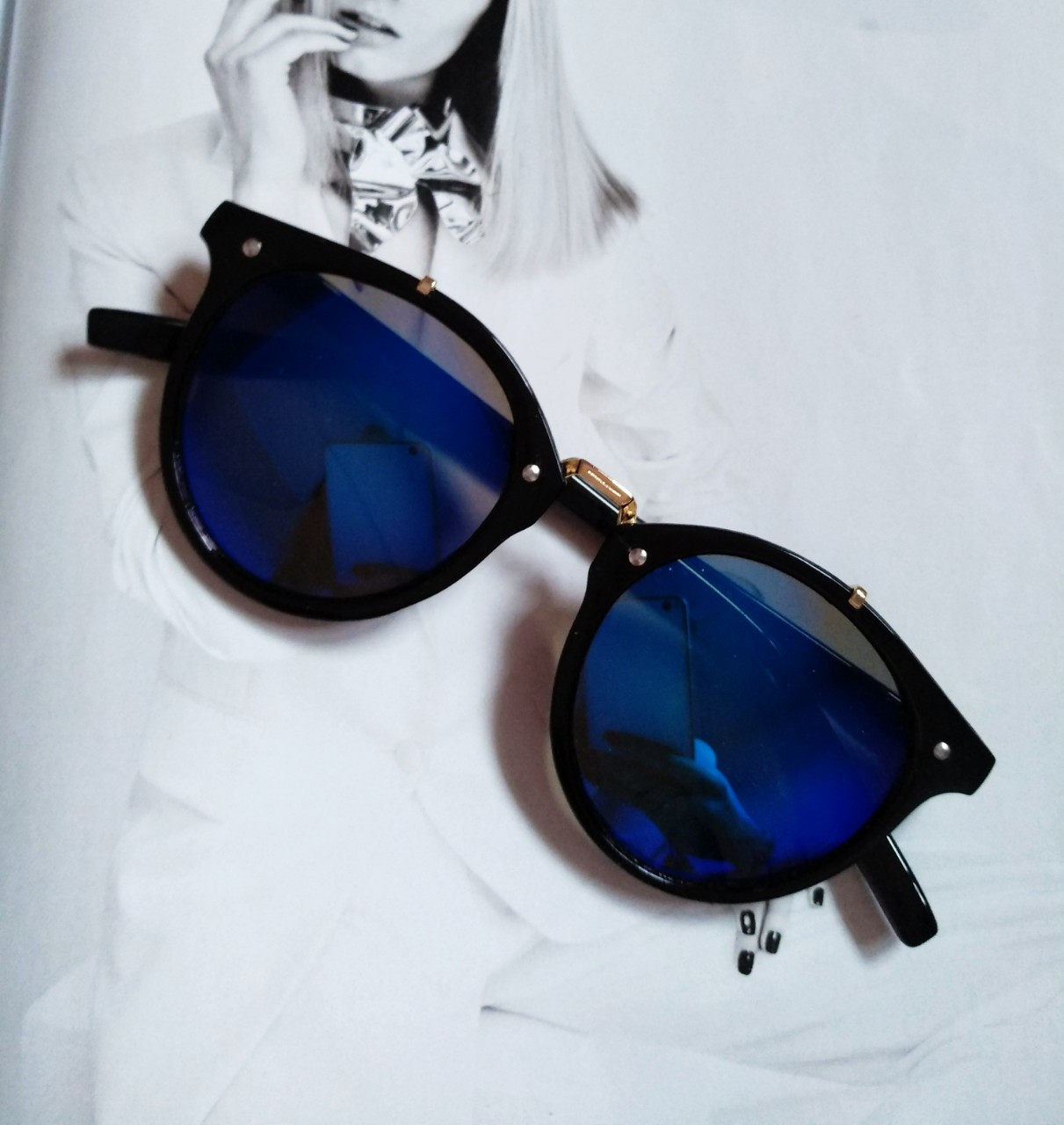 Солнцезащитные очки  круглые унисекс №3