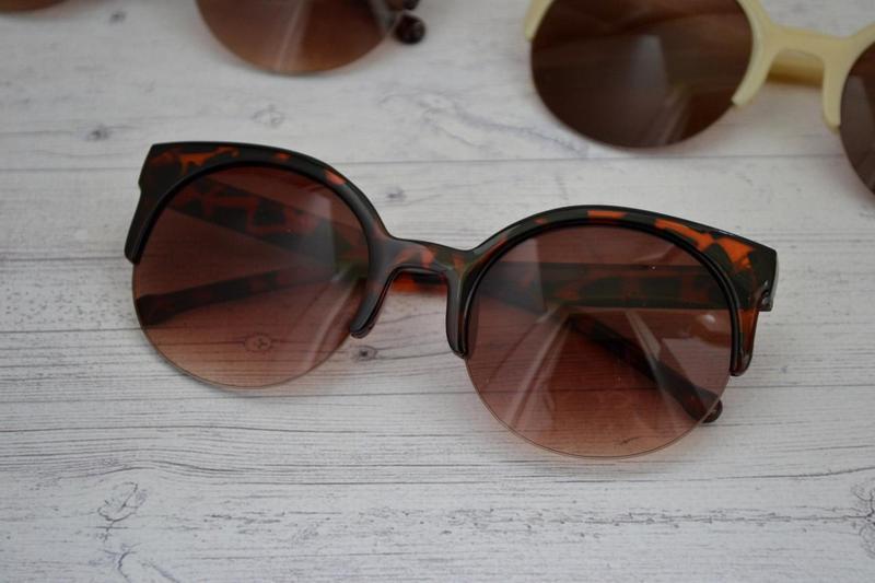 Солнцезащитные женские  очки кошка круглые Леопард