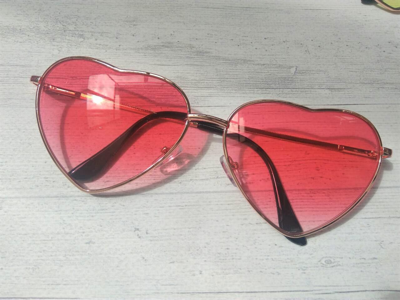 Очки солнцезащитные в форме сердца однотонные Уценка