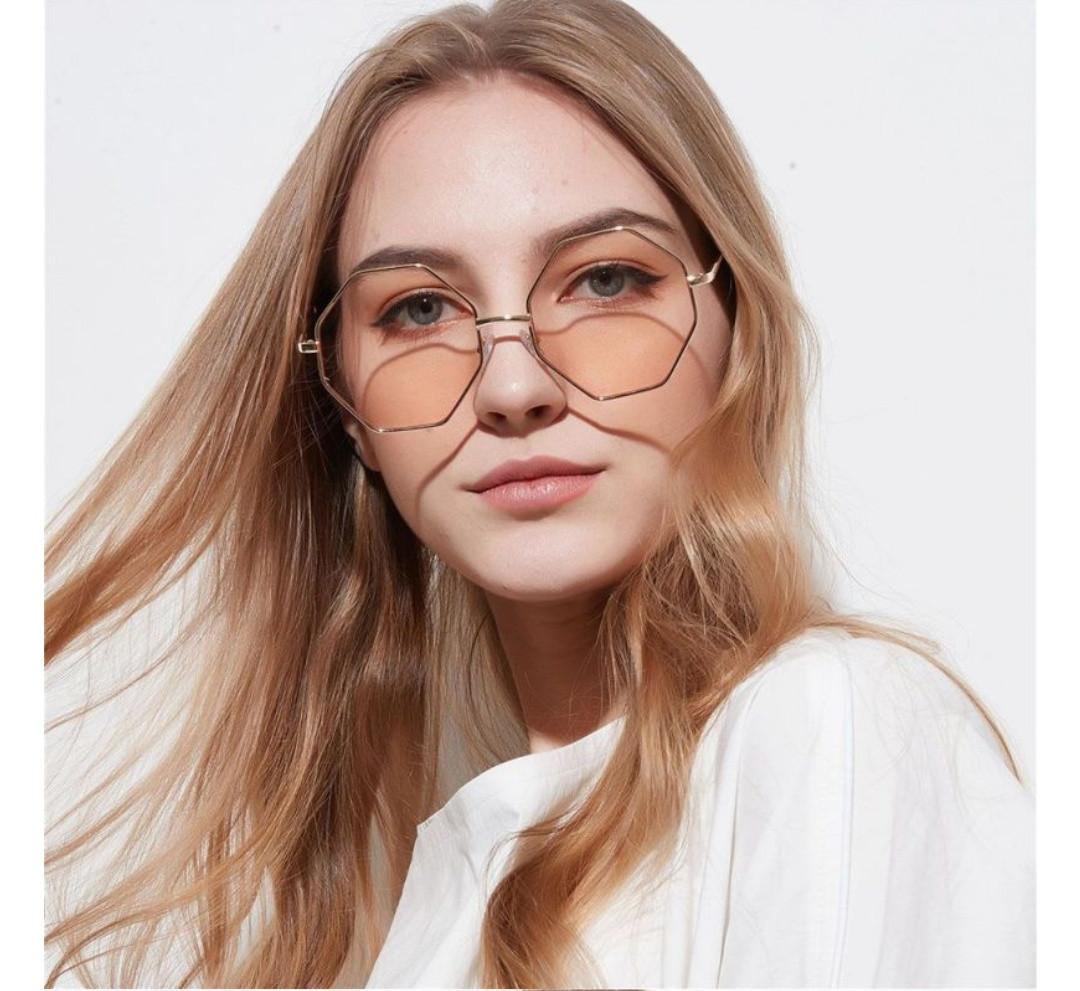 Солнцезащитные очки многоугольник с градиентом розово-синий уценка Бежевый