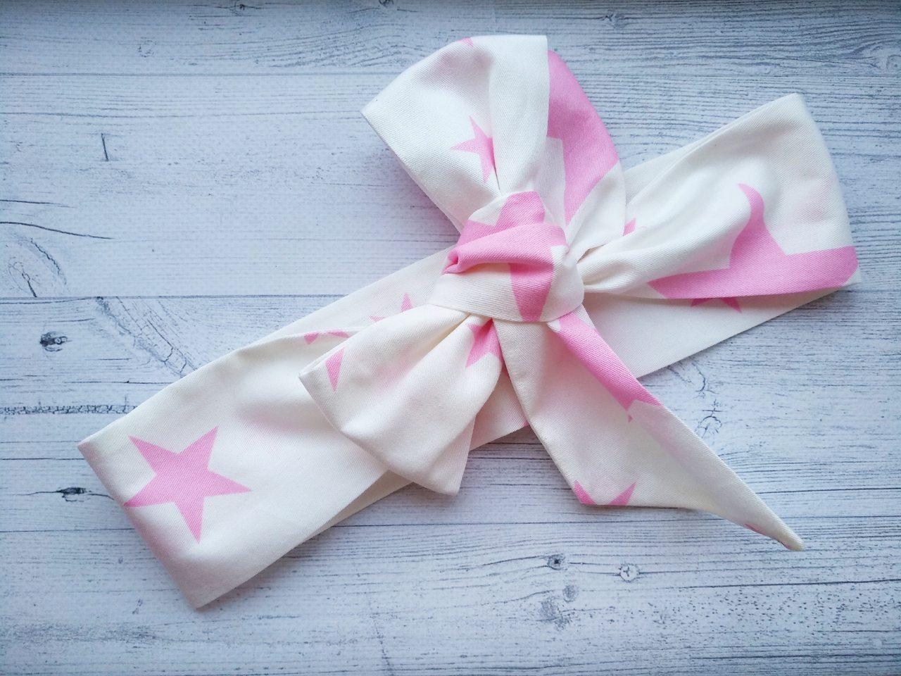 Повязка на голову для девочки солоха большой бант белая в розовых звездах