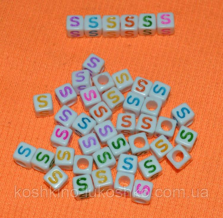 "Бусины алфавит на белом фоне ""S"" 6 мм"