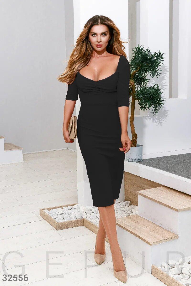 Черное платье с декольте  XS S M L XL