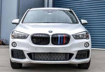Решетки радиатора ноздри BMW X1 F48 стиль M (черный глянц + колор)