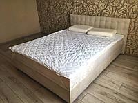 Кровать Альянс Камила 1,6 в обивке под замш цвета топл. молоко с матрасом и подъёмным механизмом с пуговицами, фото 1