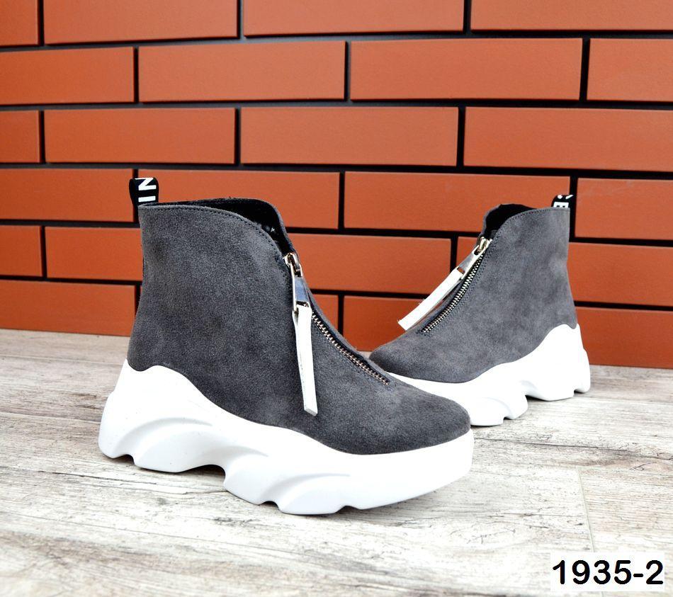 Женские ботинки серого цвета, из натуральной замши (в наличии и под заказ 3-14 дней)