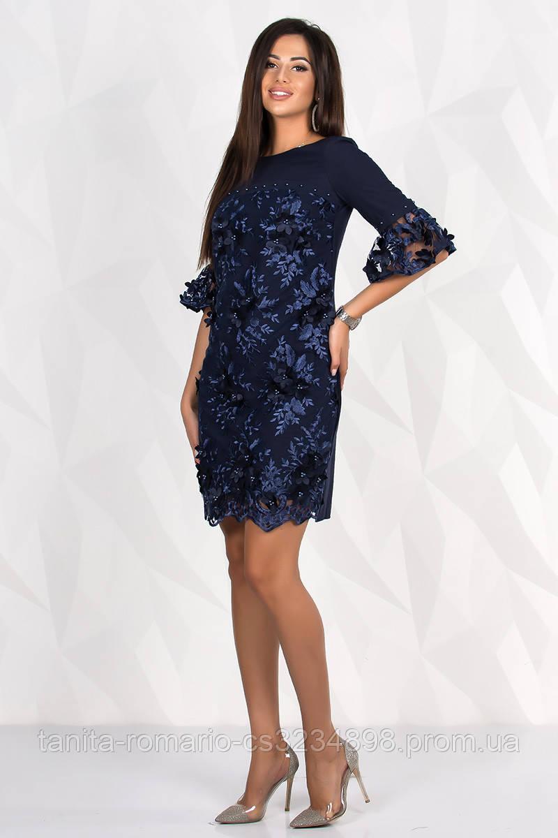 Коктейльное платье в цветочном кружеве синего  цвета