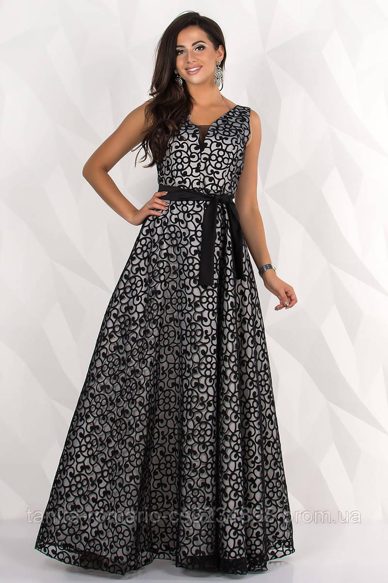 Вечірня вишита сукня з поясом