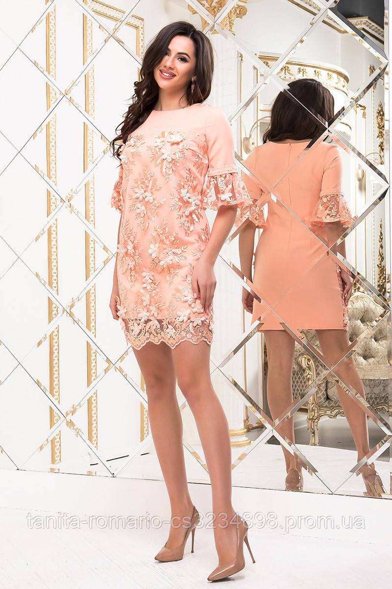 Коктейльное платье в цветочном кружеве персикового  цвета