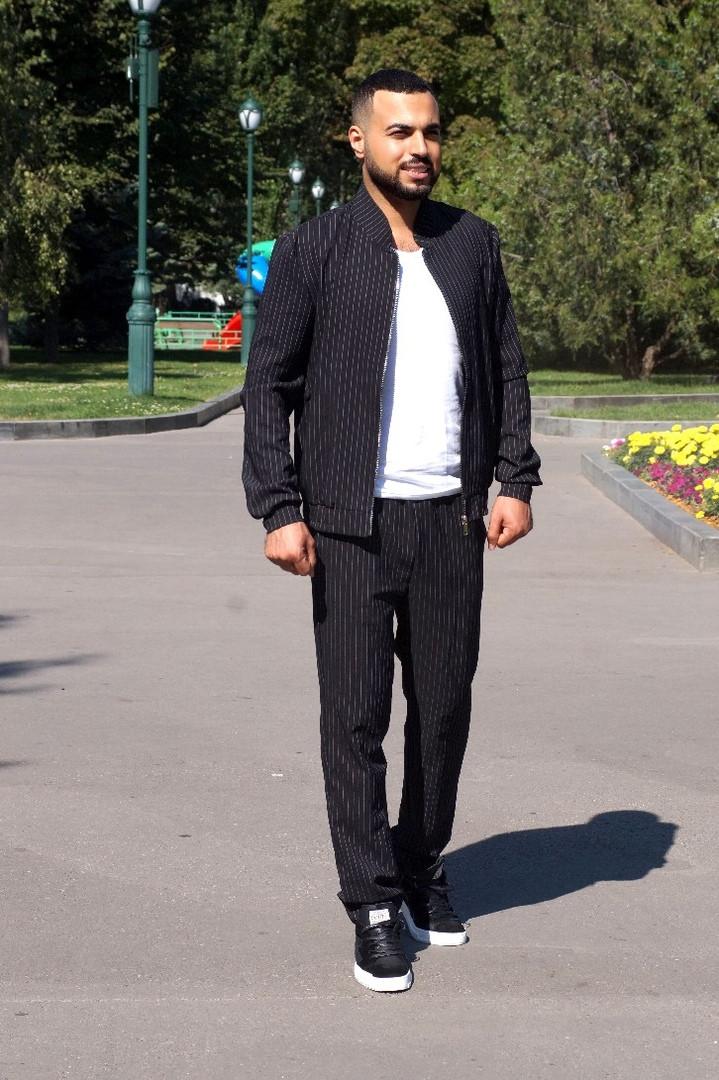 Костюм мужской из костюмной ткани с воротником стойкой в полоску (К28860)