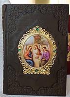 Библия в кожаном переплете с металической  накладкой Св.Троица