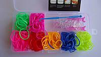 Набор резинок для плетения LOOM BANDS  в пластиковом контейнере-органайзере и  разноцветными резинками  300 шт