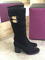 Зимние замшевые сапоги( мех) черного цвета на удобном каблуке