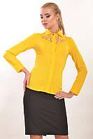 Желтая строгая офисная женская блуза с кружевом Джая 42
