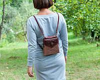 Кожаный рюкзак ручной работы бордово-бежеевый, сумочка-рюкзак с авторским тиснением, фото 1