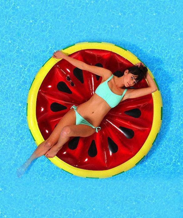 Пляжный надувной матрас - плот Арбуз, диаметр 143 см