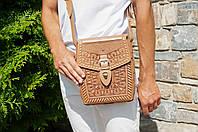 """Кожаная бежевая сумка ручной работы с тисненым орнаментом """"Подкова"""", формат А5"""