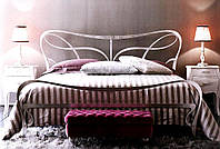 Кованая двуспальная кровать в стиле модерн Alta.