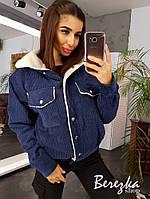 Женская вельветовая куртка - бомбер на меху с карманами на груди 6601132Е