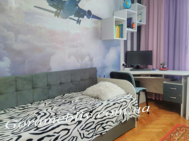 """На фото: детская кровать """"Л-7"""" и компьютерный стол, выполненные в одном цвете"""